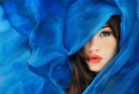 Фото Девушка в  синем полотне (© TARAKLIA), добавлено: 17.03.2011 19:28
