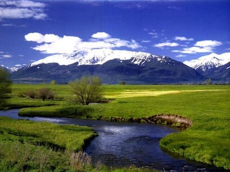 Фото Небольшая река , текущая по предгорной равнине (© Volkodavsha), добавлено: 19.03.2011 13:59