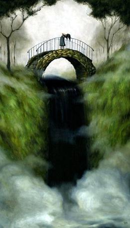 Фото Девочка стоит на мосту и смотрит вниз