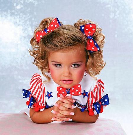 Фото Девочка с бантиками и накрашенным лицом (© Штушка), добавлено: 21.04.2011 19:03