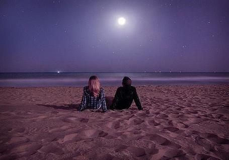 Фото Девушка и парень смотрят на ночное небо (© Niar), добавлено: 22.04.2011 13:49