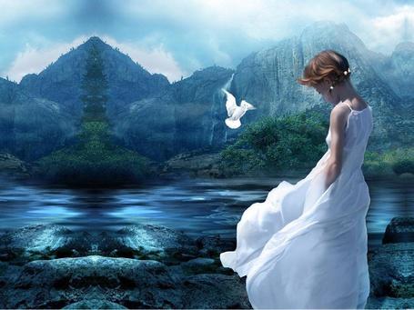 Фото Девушка в белом платье у горного озера
