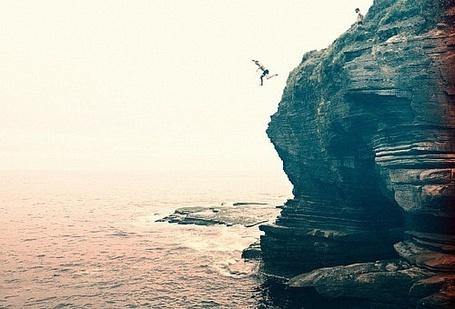 Фото Парень прыгает со скалы (© Niar), добавлено: 24.04.2011 16:41