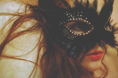 Фото Девушка в маске