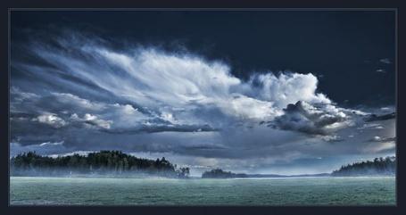 Фото Огромная река среди тёмного леса (© Штушка), добавлено: 27.04.2011 21:29