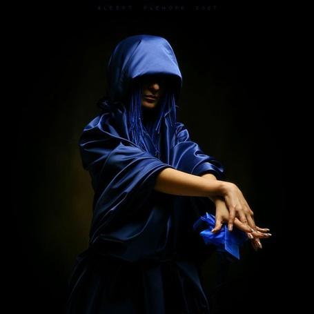 Эро фото девушки в синем плаще фото 357-5