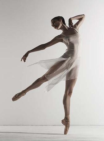 Фото Балерине в прозрачном платье (© Штушка), добавлено: 13.05.2011 22:14