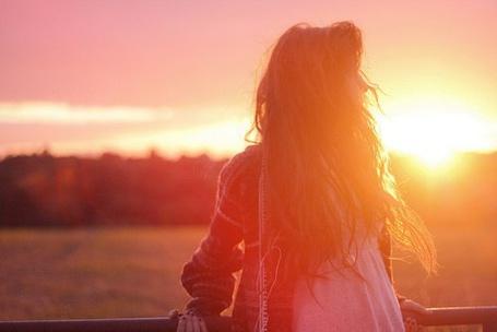 Фото Девушка в лучах солнца