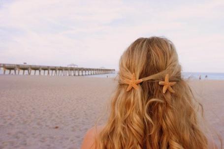Фото Девушка с морскими звёздами на берегу (© Штушка), добавлено: 20.05.2011 23:14