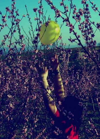 Шары девушки небо природа