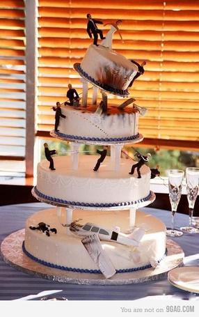 Фото Многоуровневый свадебный торт с интересным сюжетом (© Radieschen), добавлено: 06.06.2011 16:21