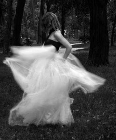 Фото Девушка танцует (© Солнцe), добавлено: 08.06.2011 18:51