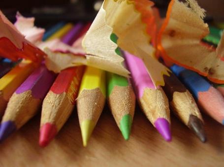 Фото Оточенные цветные карандаши и их опилки (© Юки-тян), добавлено: 12.06.2011 01:00