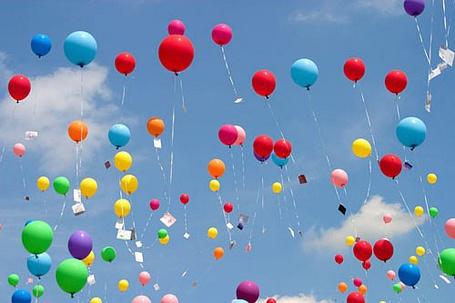 Фото Воздушные шарики стремятся в небо