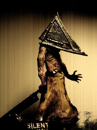 Фото Монстр в железной пирамидой вместо головы Silent hill (Сайлент хилл) (© Radieschen), добавлено: 17.06.2011 14:42