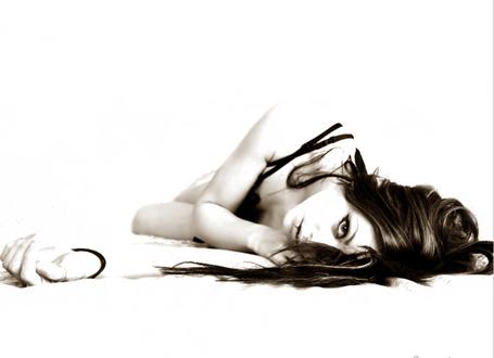 Фото Девушка на белом фоне (© Штушка), добавлено: 22.06.2011 22:06