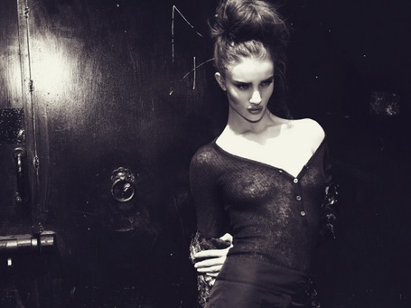 Фото Девушка в чёрном (© pluton), добавлено: 25.06.2011 16:38