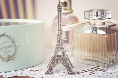 Фото Духи и статуэтка Эйфелевой башни (© Шепот_дождя), добавлено: 27.06.2011 19:20