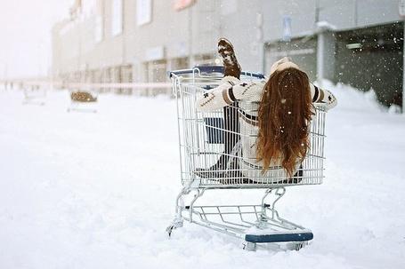 Фото Девушка катается по зимнему городу (© Шепот_дождя), добавлено: 29.06.2011 23:45