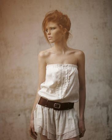 Фото Красивая рыжая девушка (© pluton), добавлено: 30.06.2011 18:54