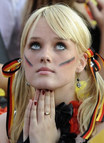 Фото Девушка 'болеющая' за сборную Германии по футболу