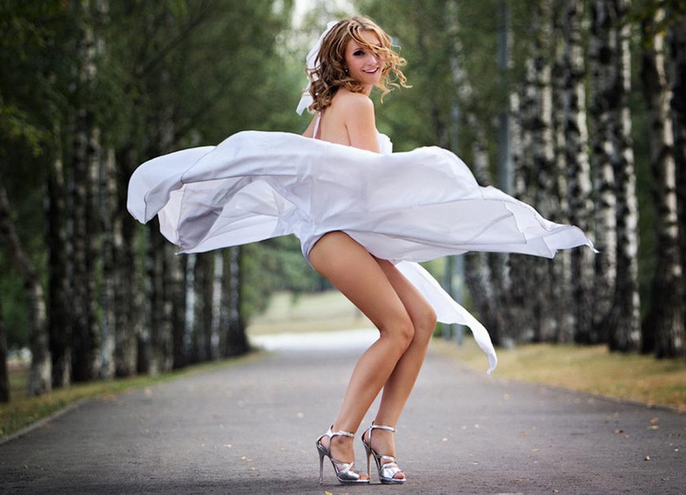 Ветер поднимает платья девушкам фото — img 14