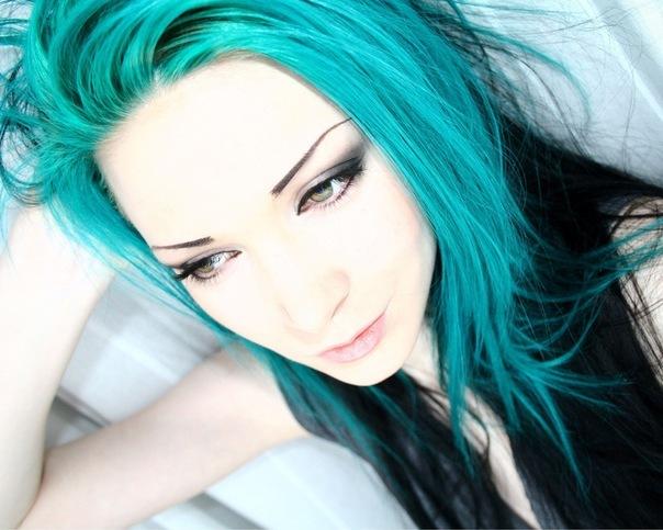 Аниме картинка девушки с голубыми волосами и