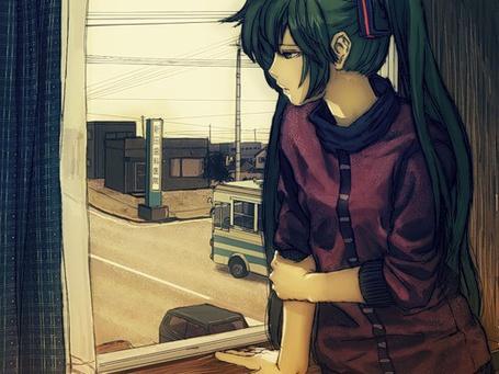 Фото Грустная вокалоид Хатсуне Мику смотрит в окно