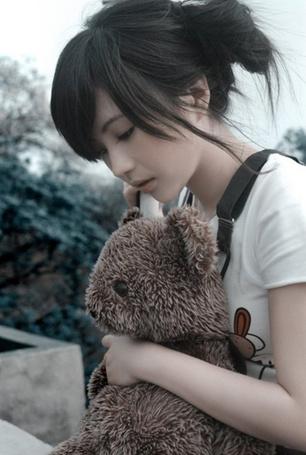 Фото Грустная азиатка с плюшевым медвежонком (© Шепот_дождя), добавлено: 09.07.2011 23:25