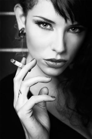 Фото Девушка с сигаретой и пирсингом (© Штушка), добавлено: 15.07.2011 11:26