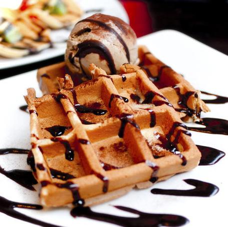 Фото Вафли с шоколадным мороженным,политые шоколадом (© Настя Лондон), добавлено: 20.07.2011 22:55