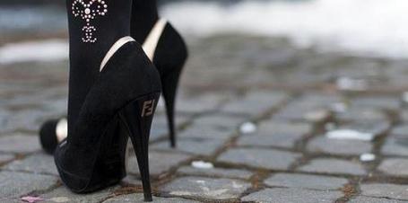 Фото Черные матовые туфли на брусчатке (FF) (© Шепот_дождя), добавлено: 23.07.2011 12:30