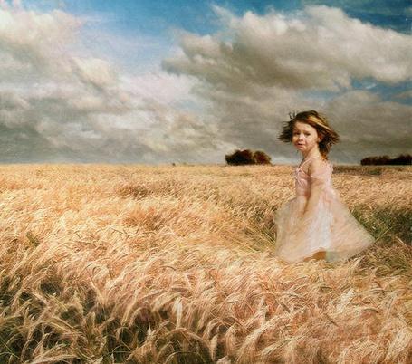 Фото Девочка на поле пшеницы (© Флориссия), добавлено: 24.07.2011 16:00