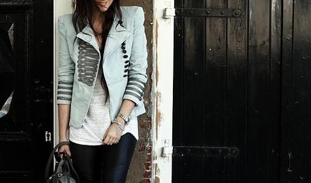 Фото Девушка в пиджаке. (© СyмАшеDшая Pандa), добавлено: 26.07.2011 09:43