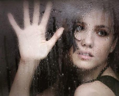 Фото Девушка за мокрым стеклом (© Флориссия), добавлено: 27.07.2011 15:12