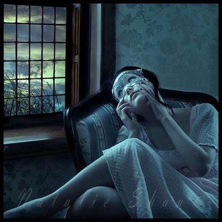 Фото Девушка в маске сидит в кресле у окна (© Шепот_дождя), добавлено: 28.07.2011 01:21