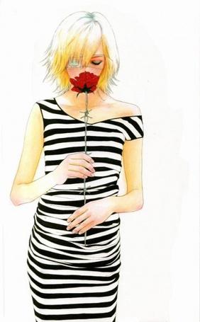 Девушка в полосатом платье фото