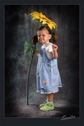 Фото Девочка с подсолнухом