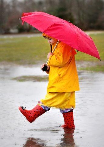 Фото Девочка под зонтом