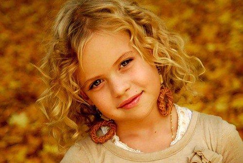 Фото девочка с кудрявыми волосами