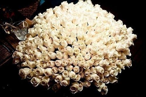Фото Огромный букет белых роз