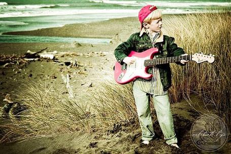 Фото Мальчик с гитарой