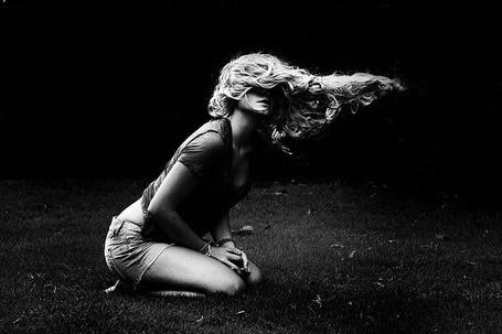 Фото У девушки развеваются на ветру волосы (© Радистка Кэт), добавлено: 02.08.2011 10:58