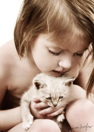 Фото Девочка с котёнком