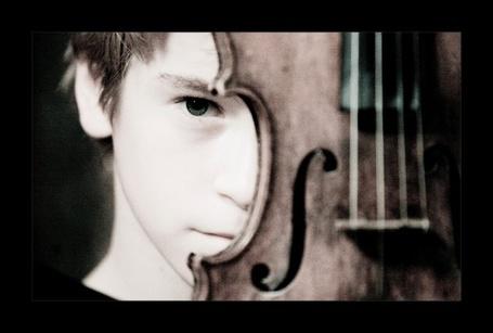 Фото Мальчик со скрипкой