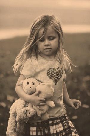 Фото Девочка с игрушками (© Юки-тян), добавлено: 04.08.2011 21:37