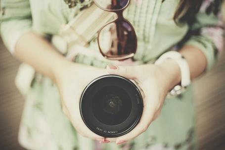 Фото Девушка с фотоаппаратом в руках (© Радистка Кэт), добавлено: 04.08.2011 22:15