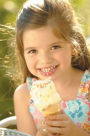 Фото Девочка с мороженым (© Юки-тян), добавлено: 05.08.2011 23:31