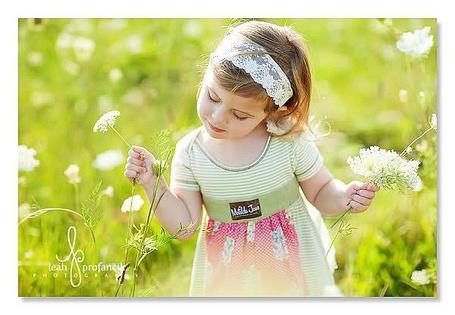 Фото Девочка собирает цветы (© Юки-тян), добавлено: 06.08.2011 11:27