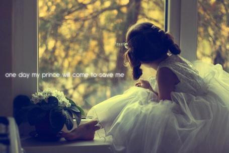 Фото Девочка смотрит в окно (one day my prince will come to save me) (© Юки-тян), добавлено: 06.08.2011 11:52